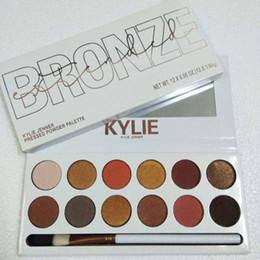livros de maquiagem grátis Desconto Kylie Sombra de Olho 12 Cores Shimmer Maquiagem de Palco Outono e Inverno Maquiagem de Longa-duração Com Escova Da Sombra