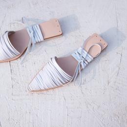 вырезать плоские туфли Скидка Gladiator Cut Out Сандалии Обувь Повседневная пляжная обувь Женские сандалии-стринги в римском стиле на шнуровке с острым носом Летние тапочки Квартиры