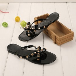 bow jelly wholesale Promo Codes - Dropshipping Women Shoes 2019 Summer New Sandals Flat with Bow Rivets Slippers Flip-flops Slippers Garden Jelly Beach Sandals