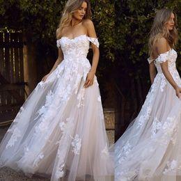 Elegante casamento vestido de casamento on-line-Elegante do ombro da praia vestidos de noiva com 3d floral applique 2019 tule sweep trem jardim vestido de casamento personalizado vestido de novia