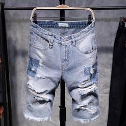 Джинсовые шорты мужские онлайн-Мужская мода рваные короткие джинсы выдолбленные летние винтажные рваные шорты с джинсами до колен джинсовые шорты мужские