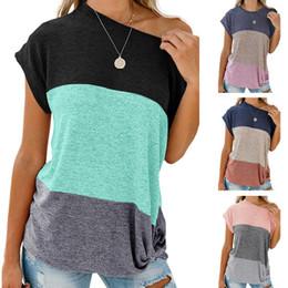 farbblock t-shirts Rabatt Butike-Frauen kleidet T-Shirts lose Farbblock-seitliche Torsions-T-Shirt Oberseiten-Kurzschlusshülse Heißer Verkauf China-Frauenkleidungslieferant