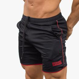 Pantalones cortos de malla para hombre l online-Verano pantalones cortos para hombre gym Culturismo masculino entrenamiento para correr 2017 Brand pantalones cortos hasta la rodilla pantalón malla transpirable