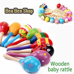 tipos de brinquedos para bebês 12 meses Desconto Chocalho bebês Diferentes Tipos Chocalho Do Bebê 0-12 Meses Brinquedo Sensorial Musical Brinquedos De Madeira Para Crianças Dos Desenhos Animados Bebek