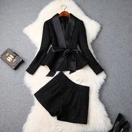 Roupas de roupas tweeds on-line-Europeu e americano das mulheres 2018 roupas de inverno nova manga Longa Um casaco de gravata borboleta + Shorts moda Tweed terno