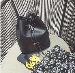 Corpo semplice online-Borse a tracolla del corpo trasversale del cuoio genuino dell'unità di elaborazione 2018 per la borsa portatile semplice del secchio di svago di modo della ragazza delle donne Trasporto libero