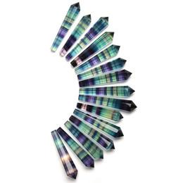 Bezaubernder natürlicher Regenbogenfluoritgroßhandelsanhänger winziger Stabpunkt, der für Dekoration-Kristallgeschenk-Meditation für Reiki-Heilung heilt von Fabrikanten