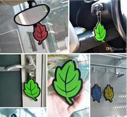 EPACK Papel Hanging Refrogerador De Ar Do Carro Baunilha perfumado fragrância Folha Forma purificador de ar do carro pílula Frete Grátis de Fornecedores de folhas de fã