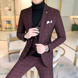 2020 mens rouge à carreaux pantalon slim fit Fashion-3 Pieces Suit Vest Mens Costumes Avec Pantalon Vin Rouge Rétro Plaid Slim Fit Robe De Mariée Formelle Costumes De smoking, Plus La Taille 5XL 2019 mens rouge à carreaux pantalon slim fit pas cher