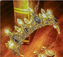 Свадебный Корона Кристалл колонка светодиодные фонари с подсветкой корона головной убор большое стекло горный хрусталь аксессуары для волос День Рождения брак cheap crystal lighted columns от Поставщики хрустальные колонны
