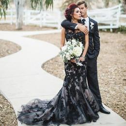 Manto gótico on-line-Varrer Sheer Moda Preto Gothic Mermaid Wedding Vestidos Cheap Crew Neck Lace Noiva nupcial do casamento Vestidos de Comboios robe de mariage Real Imagem