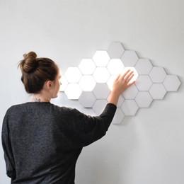 apliques de parede rústica Desconto Fss Lamp Quantum LED Modular Toque Lâmpada Sensitive Touch Wall Light Hexagonal Magnetic Tiles Night Lights arandela de cabeceira