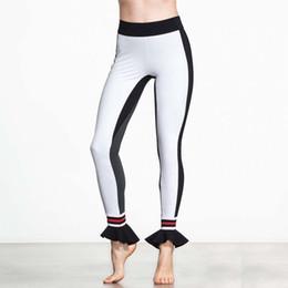 leggings de pé preto Desconto Calças suporte elástico Black White Patchwork Mulheres Sporting Leggings Ruffle Hem Lrregular Pé Boca Leggings Moda