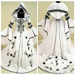 cappelli da sposa in raso Sconti 2019 Custom A-Line pizzo nero ricamo bianco satinato gotico abiti da sposa con cappello abiti da sposa fiori ornato vestidos de Mariee