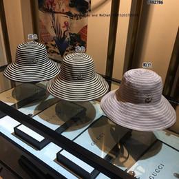 Canada 2019 Designer De Luxe De Mode Broderie Chapeau De Soleil Pliable Dame Plage De Vacances Style Réglable Grand Eaves Paille supplier adjustable foldable straw hat Offre