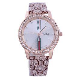 Quarzo di orologio da donna online-WoMaGe Luxury Rhinestone Watch Donna Fashion Gold Orologi Leather Quartz Lady Hour Clock Pink