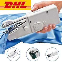 Coser portátil online-DHL Free Ship Handy Stitch Handheld Electric Sewing Machine Mini Portable Home Sewing Quick Table Hand-Held Single Stitch Handmade DIY Tool