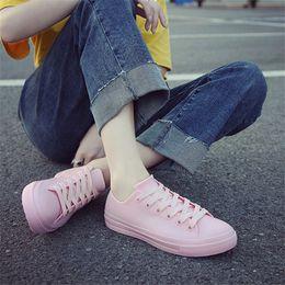 Botas de chuva mulheres brancas on-line-Botas de chuva para As Mulheres Sapatilhas Sapatos Brancos À Prova D 'Água 2019 Primavera Verão Feminino Sapatos Casuais Botas De Chuva De Borracha Zapatos De Mujer
