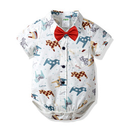 2019 giù paglia Ins Baby Boy abbigliamento estivo Pagliaccetto 100% cotone Turn Down Collar gentleman T-shirt manica corta stile UK Pagliaccetto bimbo Abbigliamento formale per bambini giù paglia economici