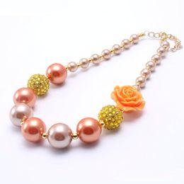 rosario di cristallo bianco Sconti Collana robusta del fiore di colore arancione del bambino Collana più robusta della collana del grosso di Bubblegume di modo di progettazione più recente per la ragazza del bambino del bambino