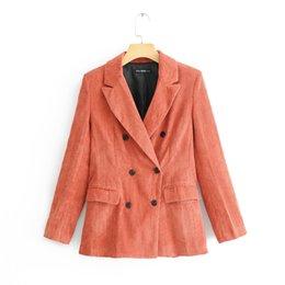 Abrigo rojo coral online-Mujeres Corduroy Blazer Moda Coral Rojo Doble Pechos Outwear Otoño Temperamento Tendencia Escudo Oficina Señora