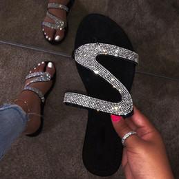 2019 женщины открывают плоскую обувь Летние квартиры мулы Леди сандалии тапочки скольжения на открытом носке женщины тапочки открытый тапочки обувь женщина скользит змея шлепанцы дешево женщины открывают плоскую обувь