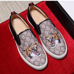 Scarpe piatte stampate in pelle e ricamate, scarpe casual da uomo, pelle di alta qualità stampata a mano, scarpe da sposa eleganti da passeggio G6.17 cheap hand embroidered shoes da scarpe ricamati a mano fornitori