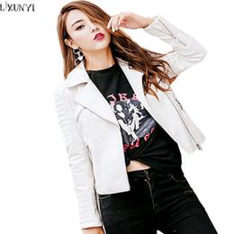 c91812f67a835 LXUNYI Nouvelle Automne PU Veste En Cuir Femme Coréenne 2018 Dame Court  Slim Fermetures À Glissière Moto Femmes En Cuir Manteau Vestes Noir Blanc