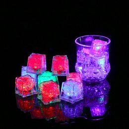 neon costumi all'ingrosso Sconti Nuovo arriva regalo di Natale Romantico LED Cubetti di ghiaccio Veloce lento Flash 7 Colori Cambio automatico Cubo di cristallo Matrimonio Festa Attivazione dell'acqua Accensione