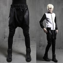 calças de couro de desempenho masculino Desconto 27-44 Nova moda homens da moda dança de rua estilo Hari couro emendado bolso grande desempenho hip hop calças plus size harem pan