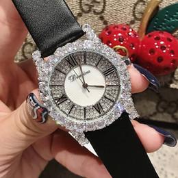 roman belts Promotion Montre-bracelet à la mode en cuir avec une montre individuelle en cuir à la mode pour femmes romantiques à la mode argentées et blanches Zircon