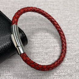 2019 bracelets en cuir rouge pour hommes Unisexe Rouge Véritable Tressé En Cuir Bracelet Hommes En Acier Inoxydable Fermoir Bracelets Pour Femmes Hommes couple Bijoux À La Mode SP0030 bracelets en cuir rouge pour hommes pas cher