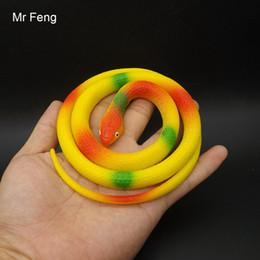 Cobra de brinquedo de borracha on-line-Boneca Artificial de borracha macia Faux Snake Toy Modelo Animal Falso Presente Festa de Halloween (Número Modelo J154)