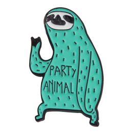 spilla verde uomo Sconti Carino verde bradipo spilla morbida smalto spilla distintivo animale cartone animato spilla per gli uomini donne vestiti pulsante moda cappello accessori borsa