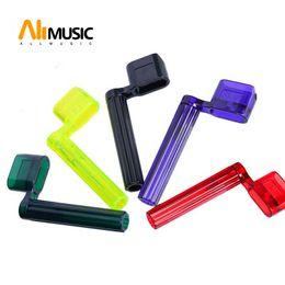 Corde acustiche della chitarra trasporto libero online-Alice Guitar String Winder 1 pz Plastic Bridge Pin Puller Peg per chitarra elettrica acustica all'ingrosso Spedizione gratuita MU0262