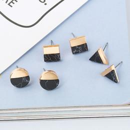 e94f9514ec2b 1 Par Triángulo Redondo Cuadrado Geométrico Metal Charm Stud Pendientes  Patrón de Piedra de Mármol Negro Blanco Ear Stud Para las mujeres rebajas  aretes ...