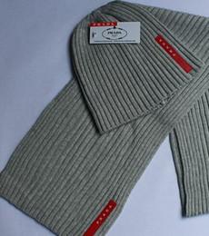 Combinazioni di vestiti online-2019 Designer cappello e sciarpa combinazione Hot fashion brand uomo e donna inverno alta qualità caldo cappello sciarpa vestito completo cappello a maglia caldo