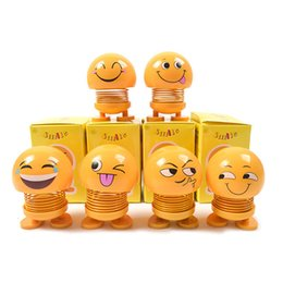 2019 carro de sorriso Chegada nova Bobblehead Dolls Car Ornament Acessórios Sorriso Emoji Funny Spring Brinquedos Desk Abanar a Cabeça Dolls