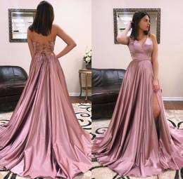 habiller rose Promotion Dusty Pink Lace Up robes de soirée dos nu avant diviser une ligne robes de bal robes de tapis rouge