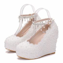 2019 zapatos de boda de cristal cuñas Zapatos de novia Mujer Encaje Flor Cristal Una correa de palabra Plataforma de gran tamaño Zapatos de cuña de boda Dropshipping Chaussures de mariage zapatos de boda de cristal cuñas baratos