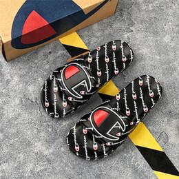 Sandálias esporte ao ar livre on-line-Estilo de rua unisex arranhões homens e mulheres esporte chinelos de praia ao ar livre sandálias de dupla finalidade com caixa tamanho 36-45