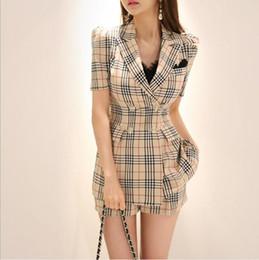 Le donne si adattano all'estate online-Due pezzi Set Donna Estate 2019 Abiti Set Casual OL Plaid Top e Solid Mini Pants Donna 2 pezzi Work Sheath Suit