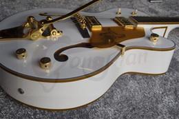 Hohle e-gitarre tremolo online-Sammelbare Traumgitarre G6120 Goldschein-Korpus Binding Weiß Falcon Jazz E-Gitarre Hollow Body Doppel F Loch Bigs Tremolo-Brücke