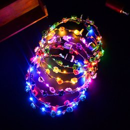 diadema navideña led Rebajas Venta al por mayor Partido de la venda de la flor LED Light Up Hair Wreath Hairband Guirnaldas Mujeres niños Halloween Navidad Glowing Wreath Party Supplies