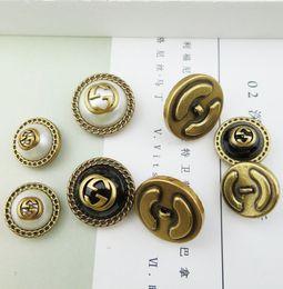 Роскошные мода круглый смолы кнопки хвостовика для костюмов мужское пальто Botones поделки ветровка одежды декоративные пряжки швейные от