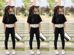 платье из желтой шелковой девочки Скидка Модные детские наряды Детские комплекты Детский костюм Черные топы + брюки детская дизайнерская одежда женская одежда детская одежда A4466