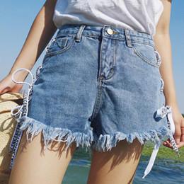 calça branca de perna larga Desconto Mulheres Denim Preto Branco Azul Fino Zíper Solto Desgaste Rendas Até Borla Feminina Ampla Pernas Jeans Shorts C19041501