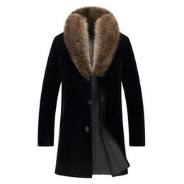 2020 casacos de peles pretos genuínos 2019 Black Men Longo Casual Brasão Shearling Racoon Collar Inverno russo Genuine Grosso Natural Shearling Fur Jacket TRANSPORTE LIVRE desconto casacos de peles pretos genuínos