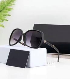2019 occhiali da squalo Occhiali da Sole di marca donnechanelOcchiali da sole per le donne di lusso Classic Protezione UVCCocchiali da sole 9110 occhiali di guida