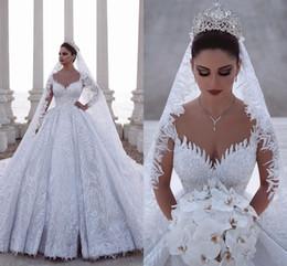 Luxuoso mais vestidos de casamento do tamanho on-line-2020 Luxuoso Frisada Árabe Vestido de Baile Mangas Compridas Vestidos de Casamento Tule Rendas Apliques de Lantejoulas 3D Equipado Nupcial Vestidos Plus Size